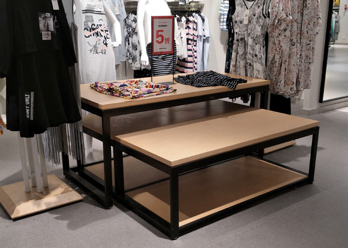 China 2 Layer Retail Clothing Display Shelves Wood Nesting Table MDF + Oak Veneer factory